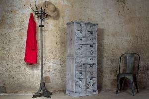 Athezza : Porte-manteau en bois vieilli