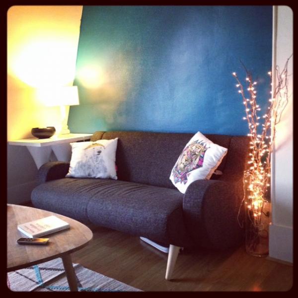 Canapé Genève noir tout juste installé ! Confortable et surtout très beau ! Mes amis sont jaloux.