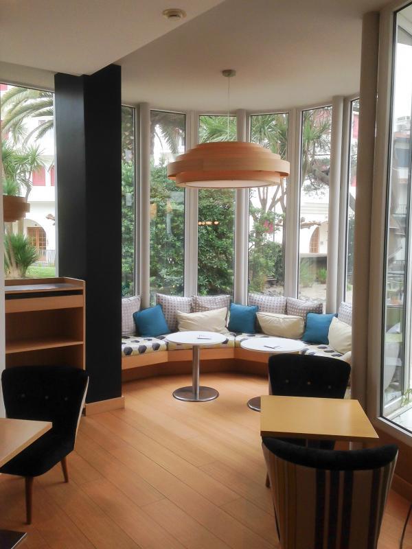 Le plafonnier bamboo format XXL � l'hotel Helianthal de St Jean de Luz
