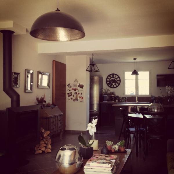 Au premier plan le plafonnier komais, au fond le plafonnier d atelier noir. Ils sont parfaits, j adoooore !!!