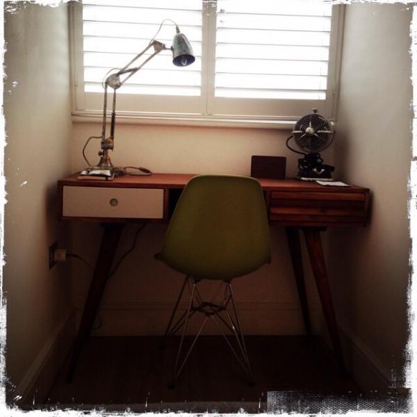 J'adore mon bureau Stockholm et ma lampe 1957! Merveilleusement r�tro