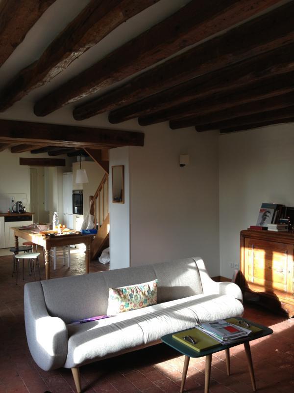 Canapé Genève 3 places. Du mobilier scandinave dans le charme d'une petite maison Normande. Très chouette !