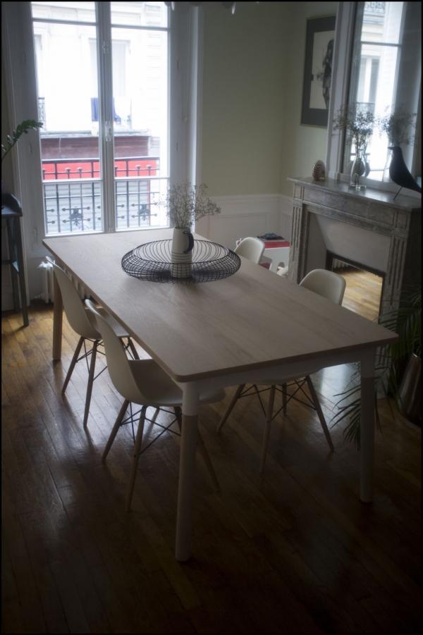 Je suis ravi de ma table en chêne naturel bi-ton. Elle a un vrai charme vintage, je l'adore !