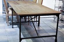 GRANDE TABLE DE TAPISSIER