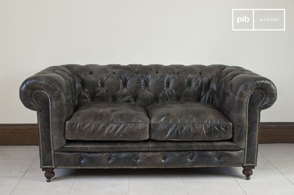 Canap chesterfield saint james cuir vieilli pib for Canape chesterfield