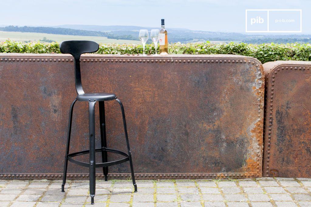 chaise de bar rivets noire dossier queue de baleine pib. Black Bedroom Furniture Sets. Home Design Ideas