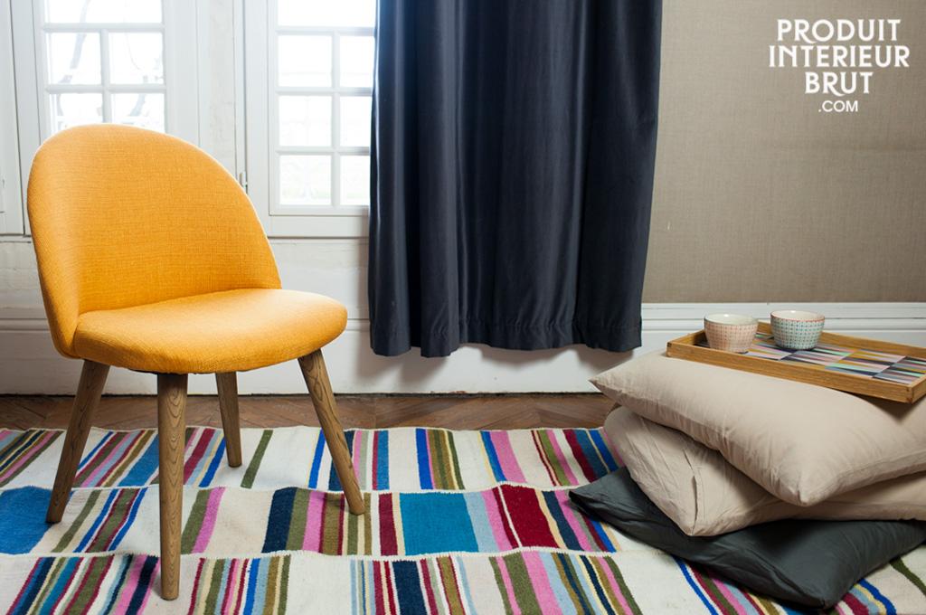 chaise lear moutarde chaise au style vintage qui soulignera une d co scandinave. Black Bedroom Furniture Sets. Home Design Ideas