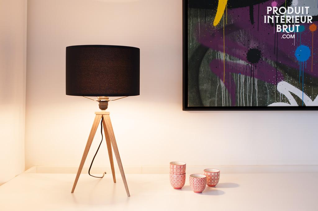 lampe de table kavinsk lampe un luminaire tr pied tout en finesse dot d 39 un l gent abat jour. Black Bedroom Furniture Sets. Home Design Ideas
