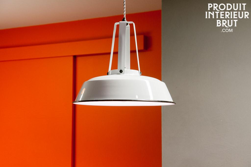 suspension walter blanche le style industriel s 39 invite en scandinavie. Black Bedroom Furniture Sets. Home Design Ideas