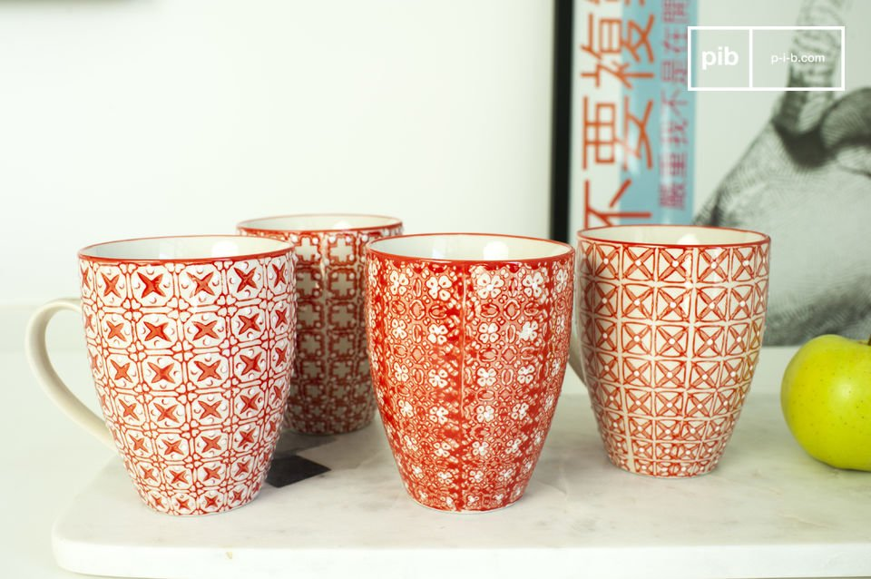Les quatre mugs Kennedy sont de parfaites petites pièces de vaisselle à la déco romantique inspirée des pays nordiques, pour vos petits-déjeuners en amoureux ou vos après-midis pluvieux parfumés à la bergamote