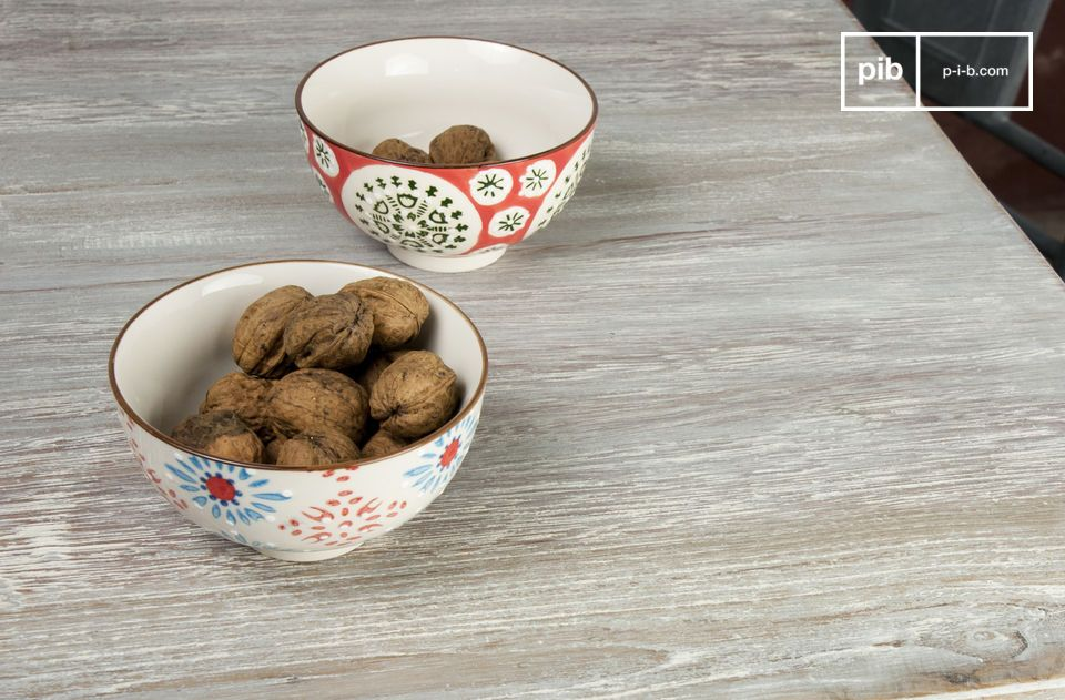 Les 4 petits bols Tzigane sont des pièces de vaisselle au charme séduisant