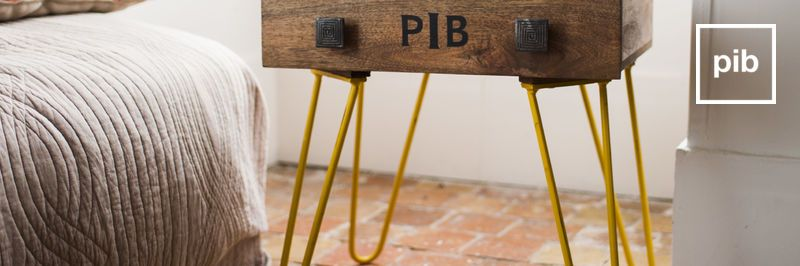 Ancienne collection de table de chevet