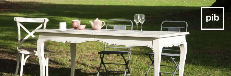 Ancienne collection de table de repas rustique