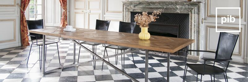 Ancienne collection de tables de repas