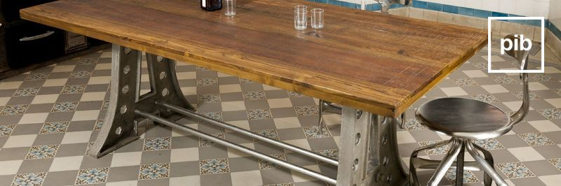 Ancienne collection de tables de repas style industriel