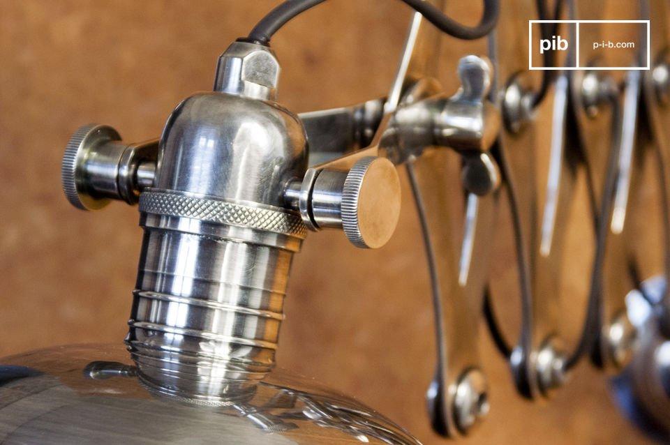 Une lampe vintage originale, qui constitue un rappel aux ateliers du milieu du XXème siècle