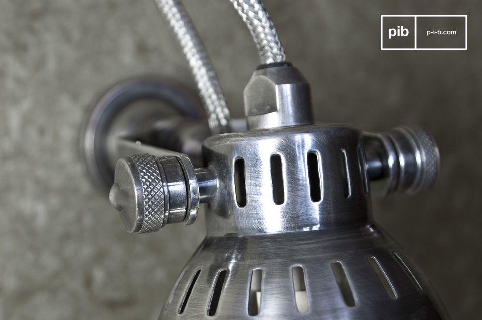 Petite applique argentée à ampoule type GU10