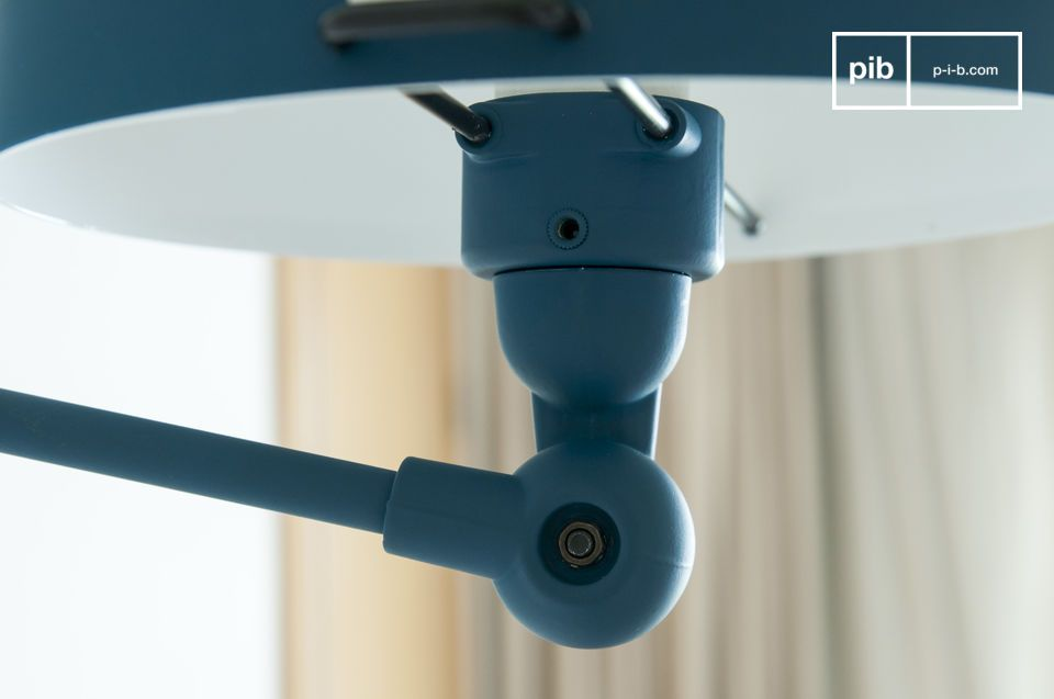 Réinterprétation très actuelle de la célèbre lampe articulée française