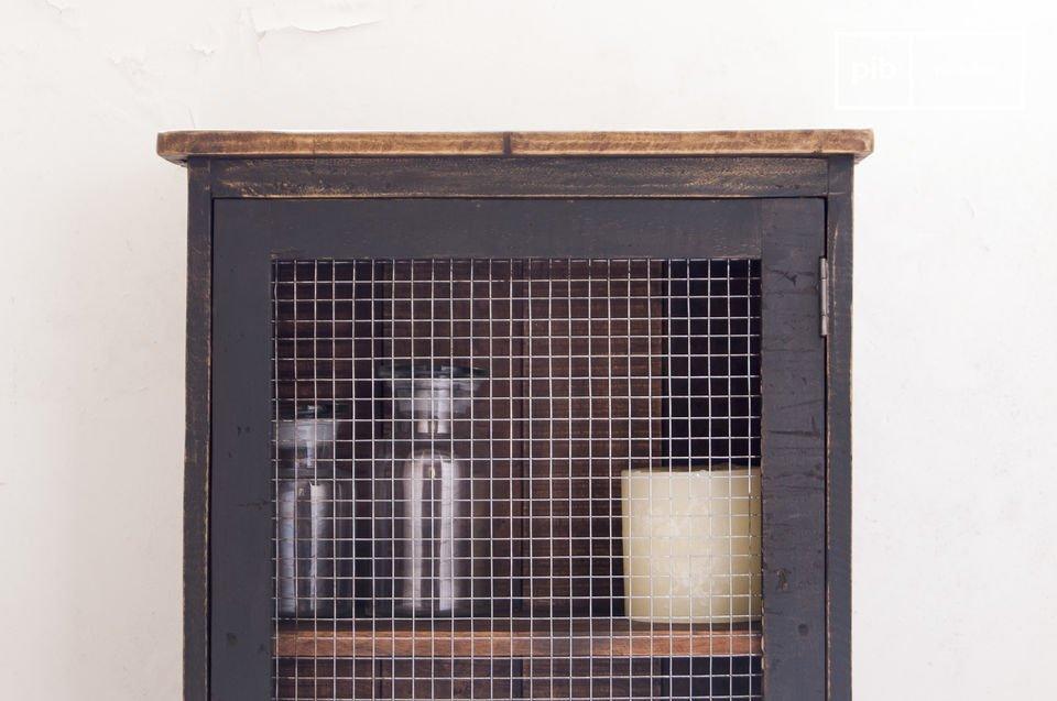 Avec une hauteur de près d\'un mètre, l\'armoire grillagée Myers peut être aussi bien posée au sol, qu\'être fixée au mur grâce à ses 2 points de fixations
