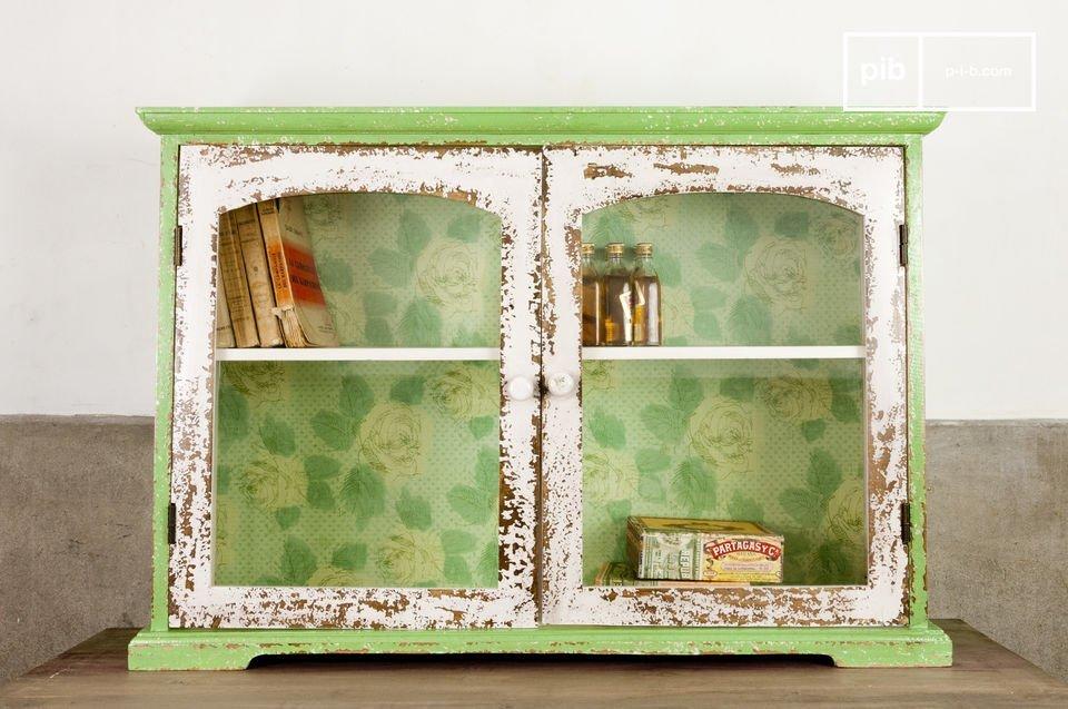 L\'armoire murale Bohème est un petit meuble aux doux accents de campagne qui saura vous charmer par sa praticité et son originalité
