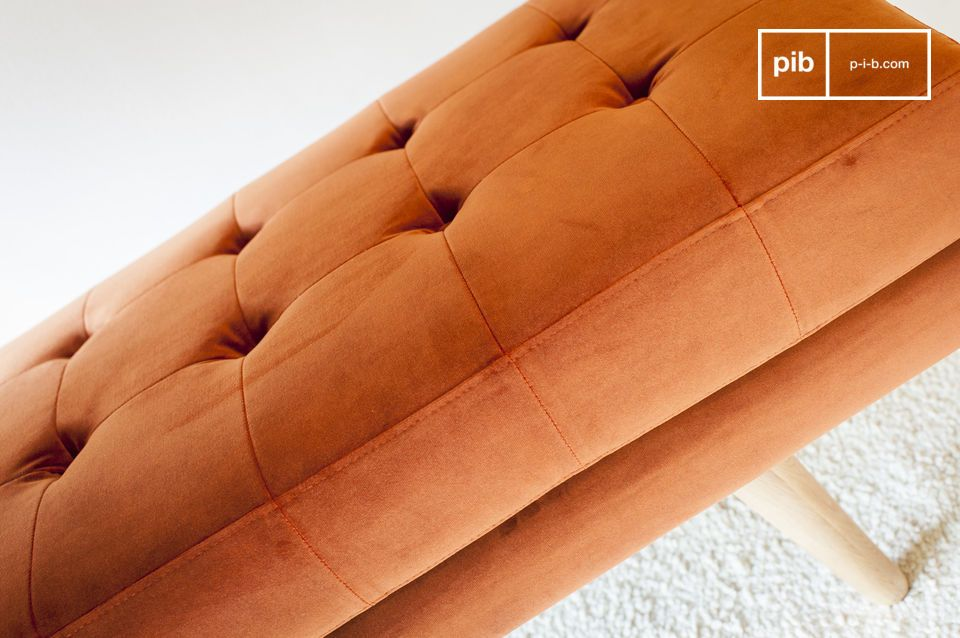 Le Banc en velours Elmas est le modèle idéal pour apporter de la couleur et de cachet à votre