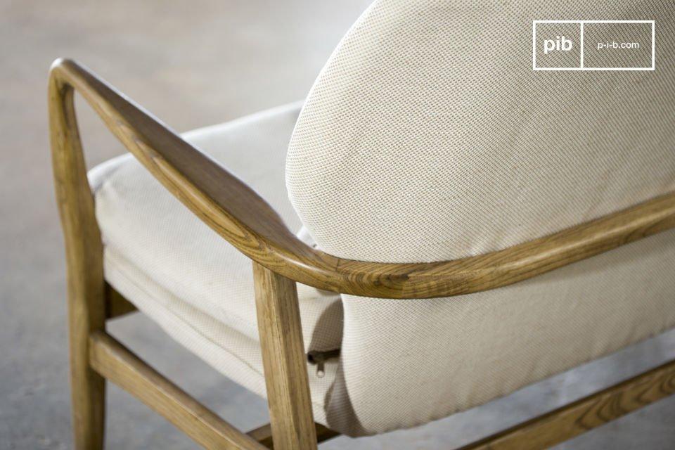 Ce canapé au style scandinave du milieu du XXème siècle est une véritable invitation au cocooning