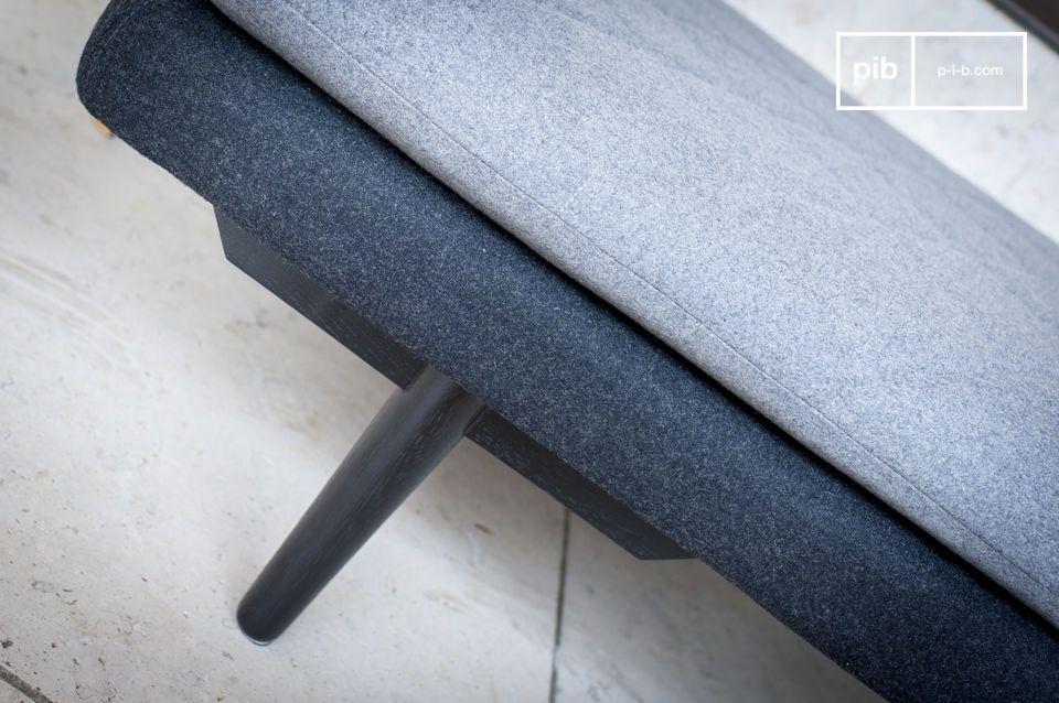Avec son style sobre et son tissu en laine gris