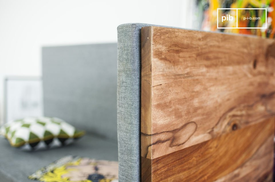 Entièrement conçue en bois de rose massif