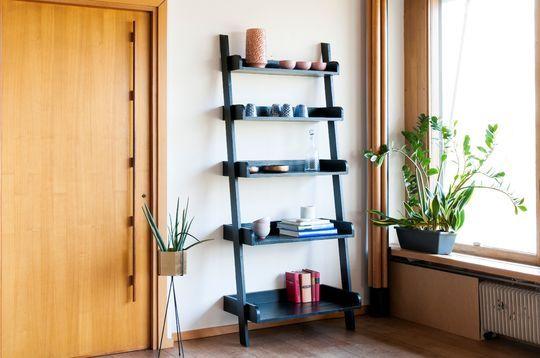 Bibliothèque en bois noir Grande Echelle