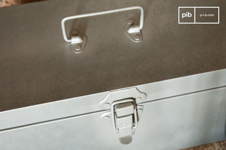 La boite métallique de rangement O\'Toole est un accessoire de rangement qui
