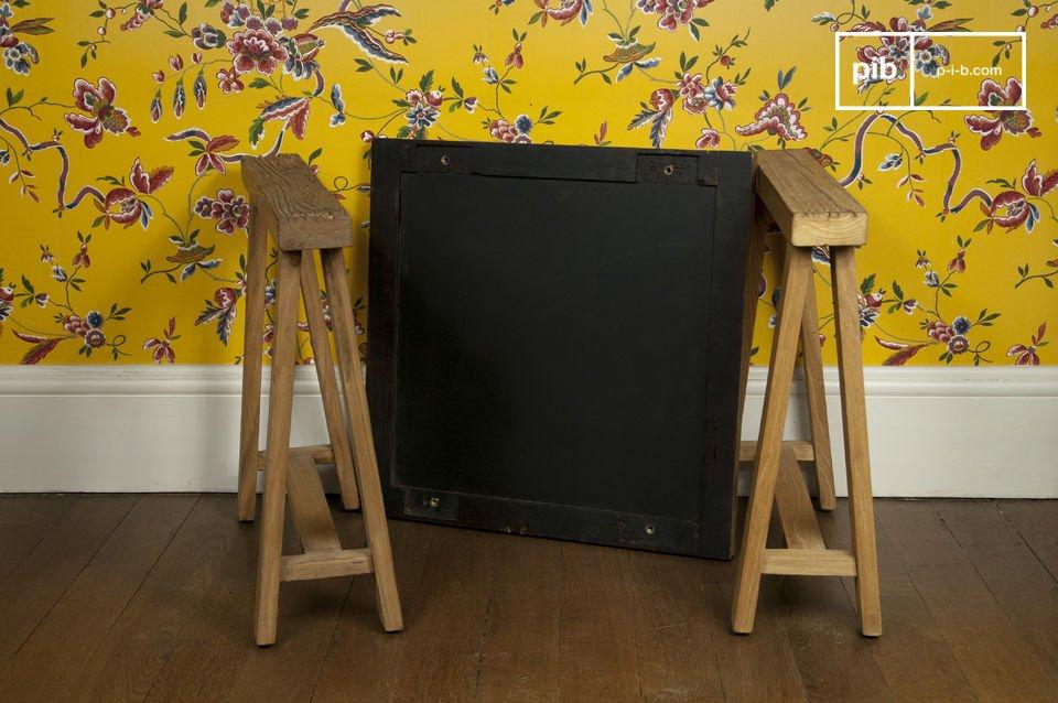 Le bout de canapé à tréteaux est un petit meuble pratique qui affiche fièrement sa structure en