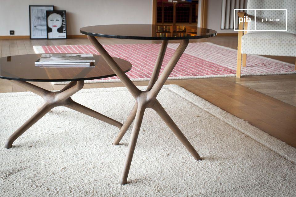 Délicieuse petite table d'appoint en verre avec piétement sculpté