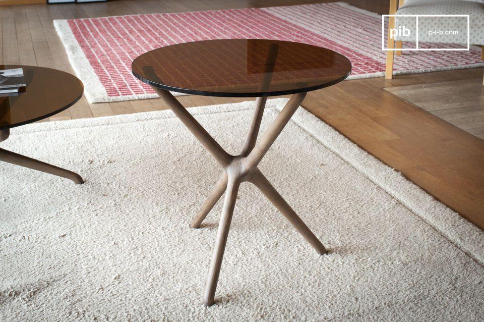 Très inventive, cette charmante table d\'appoint est un vrai bijou de création