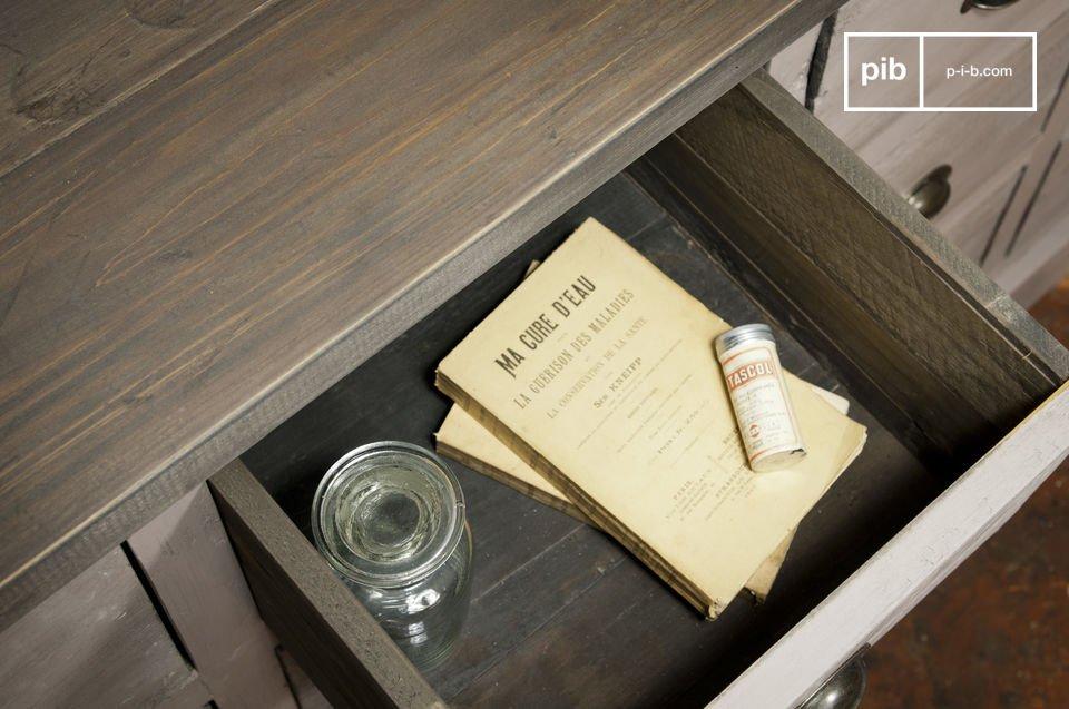 Un meuble de rangement en bois massif, pratique et plein de charme