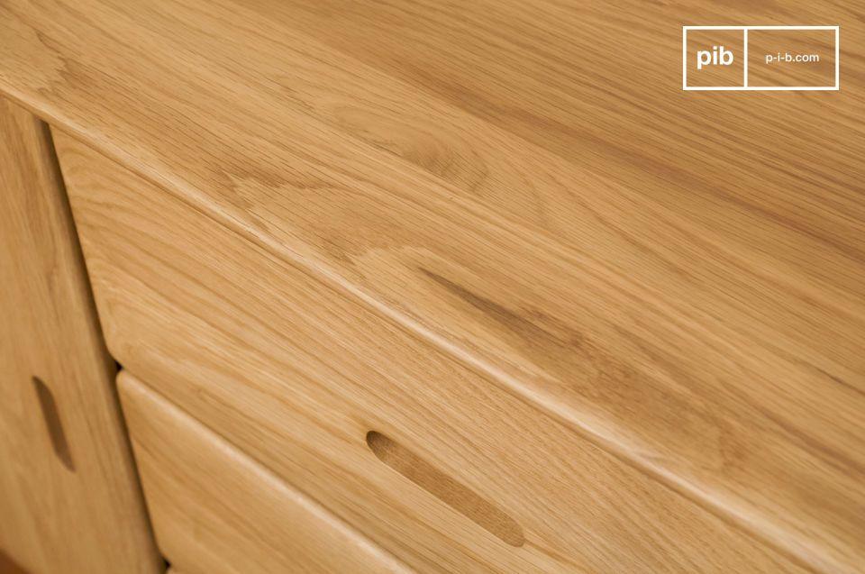 Optez pour un meuble de rangement qui allie la grande sobriété du bois clair juste verni et des