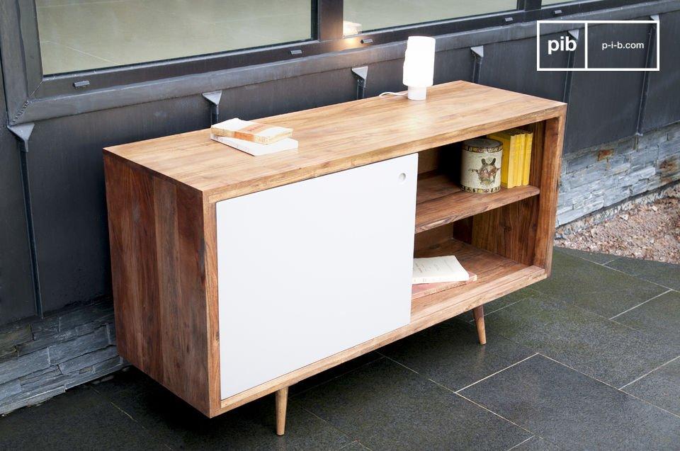 Un meuble de rangement à porte coulissante au style typiquement fifties