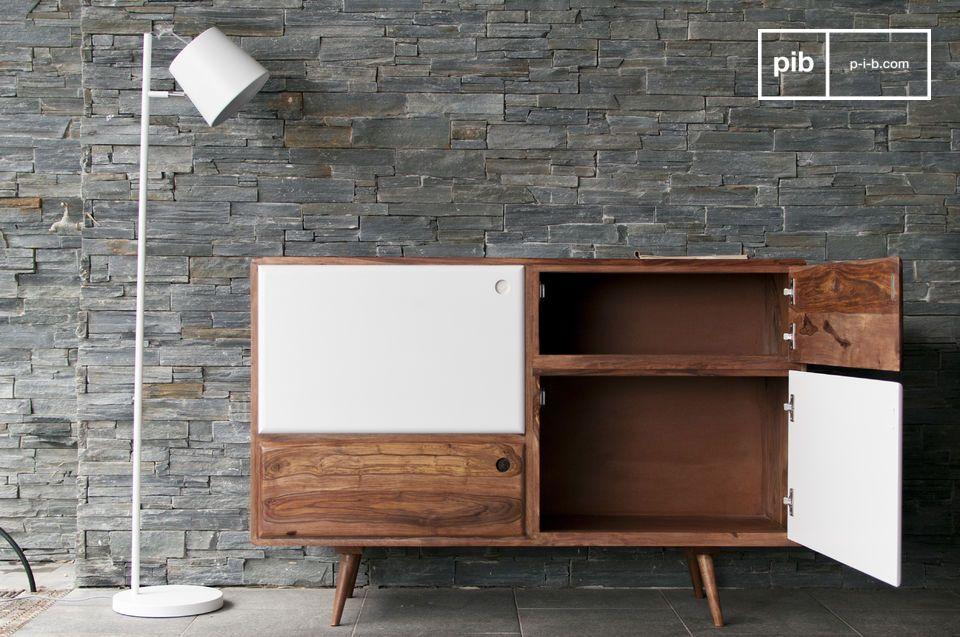 Un meuble de rangement tout en bois