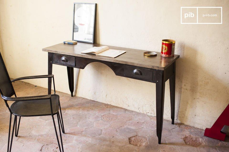 Une table de travail qui offre un retour dans le temps