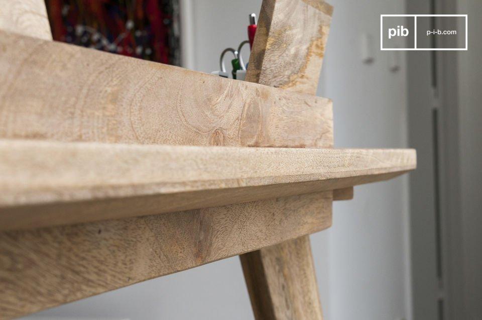 Le bureau Möka associe praticité et esthétique avec ses rangements intégrés au plateau