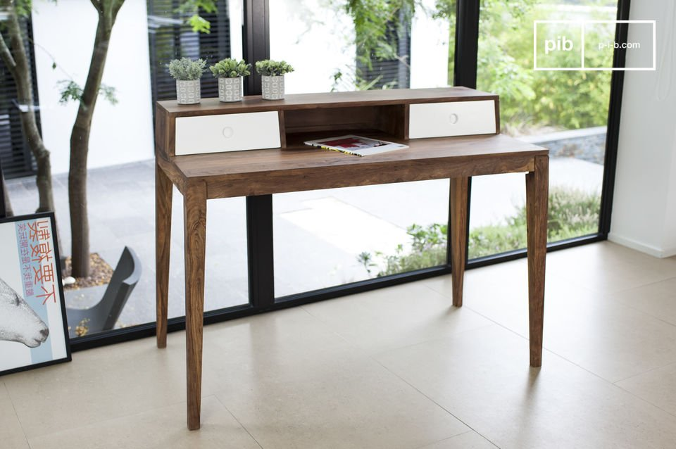 Belle table de travail scandinave.