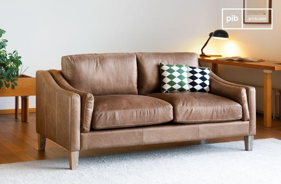 Le canapé Heidsieck cannelle est réalisé en cuir pleine fleur 100% aniline