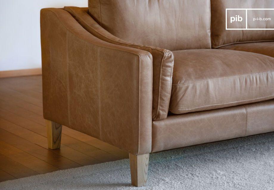 Très stable avec ses pieds en bois massif joliment vernis et ultra-confortable avec ses deux