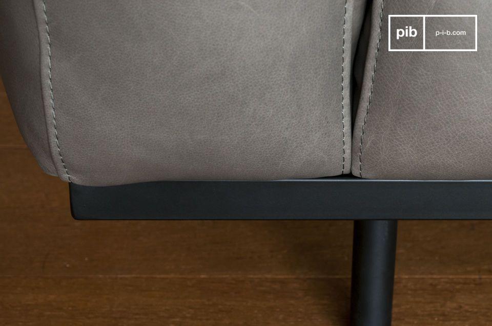 Même si sa structure en métal est fine et gracile, la solidité de ce canapé reste exemplaire