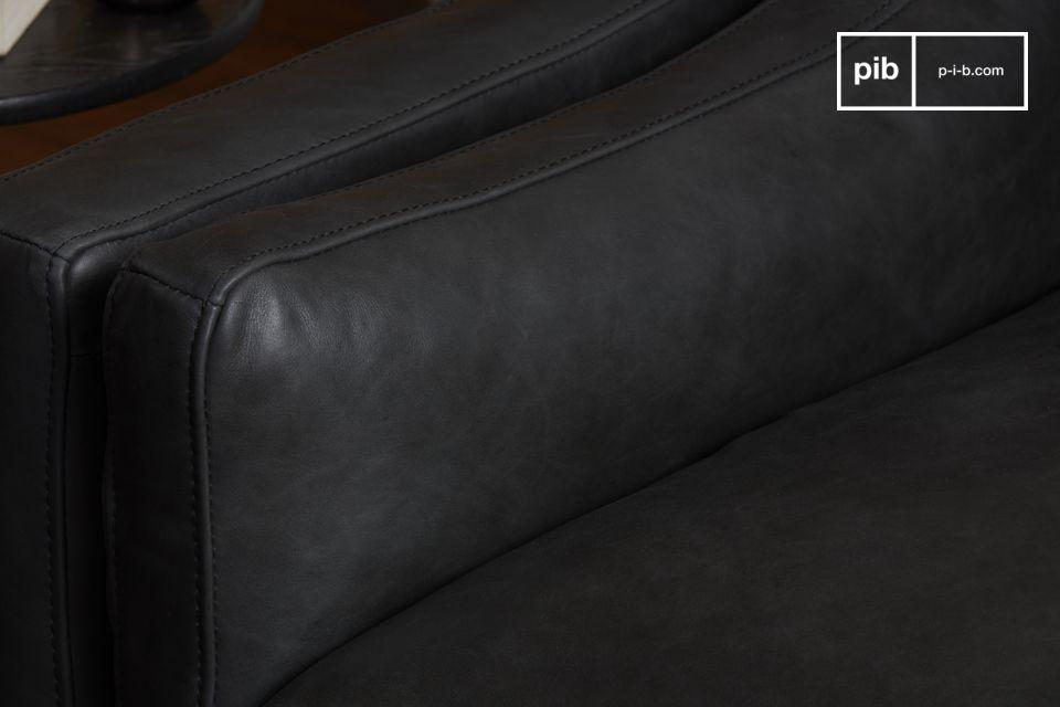Le canapé Heidsick met à l\'honneur la qualité des matériaux avec son revêtement 100 % cuir