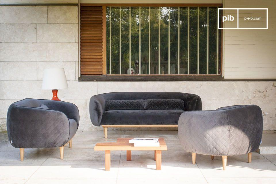 Un canapé en velours gris, original et design