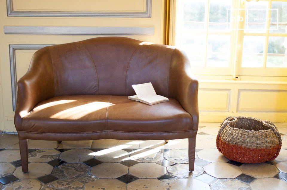 Le canapé Club cuir racé et superbement fini