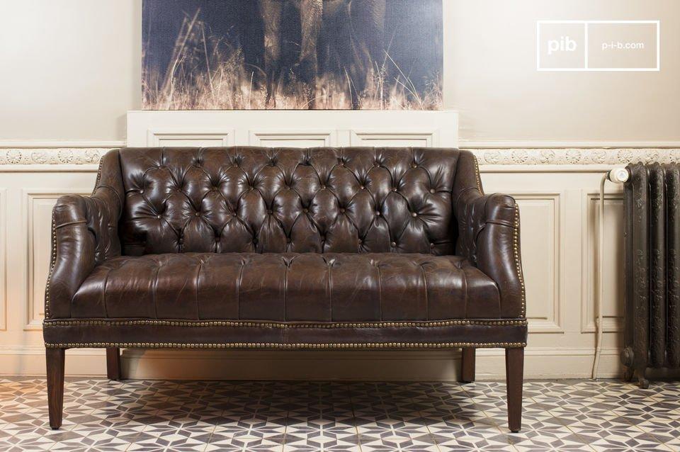 Un canapé retro-chic tout en cuir vieilli