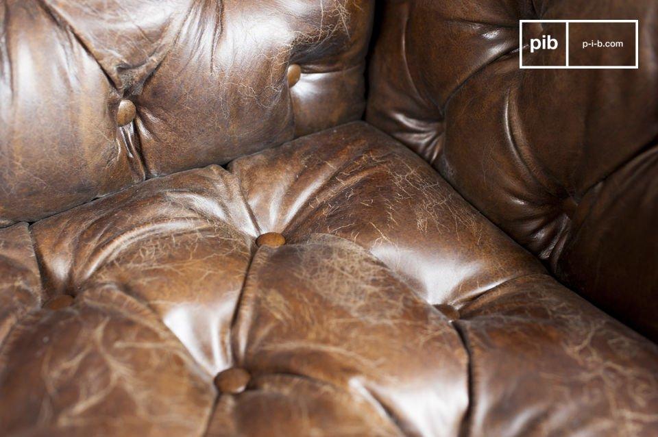 Vous apprécierez le confort de son assise et de son dossier capitonnés à la façon de ceux d\'un