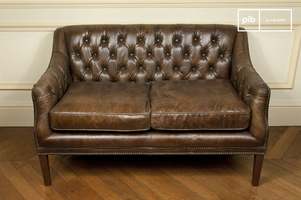 Il se dégage de ce canapé deux places une grande élégance rétro