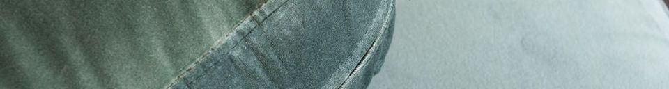 Mise en avant matière Canapé en velours et marbre Carthy